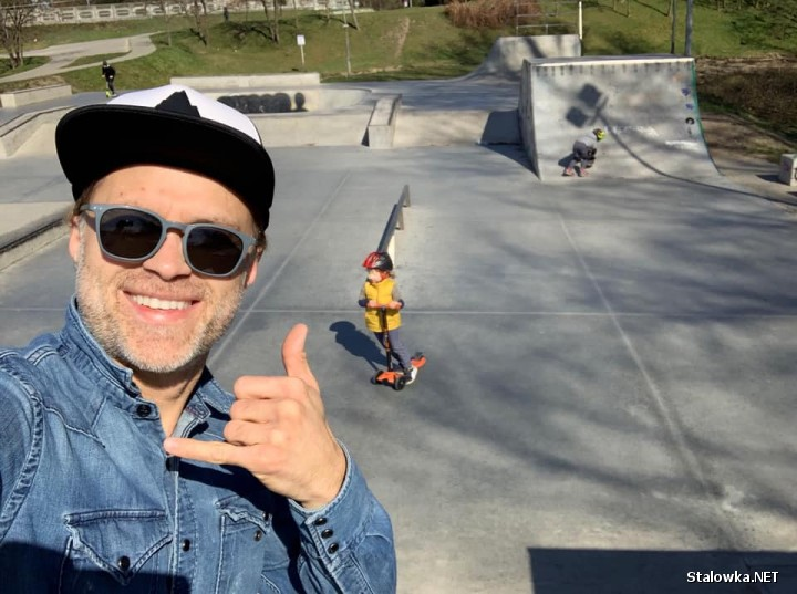Pochodzący ze Stalowej Woli aktor Maciej Zakościelny, bardzo często w mediach społecznościowych nawiązuje do wspomnień ze swojego rodzinnego miasta.