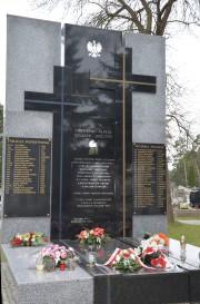 Na cmentarzu komunalnym w Stalowej Woli znajduje się pomnik poświęcony Ofiarom Zbrodni Katyńskiej, pochodzącym z terenu obecnego powiatu stalowowolskiego.