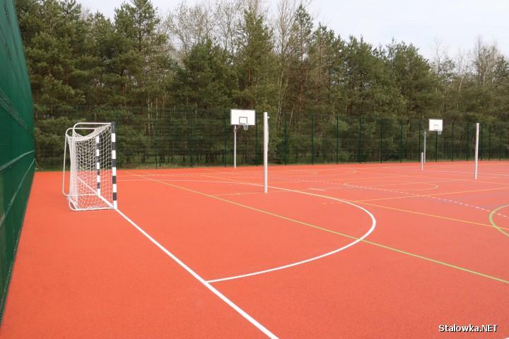 Zakończona została budowa boiska wielofunkcyjnego obok Publicznej Szkoły Podstawowej w Woli Rzeczyckiej.
