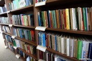 Od wtorku, pierwszego dnia po majowych świętach, Miejska Biblioteka Publiczna w Stalowej Woli otwiera szerzej swoje drzwi dla czytelników i przywraca kolejne usługi biblioteczne, wcześniej niedostępne.