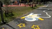 Farba użyta do malowania jest bezpieczna dla ludzi, akrylowa, trwała, używana do malowania znaków na drogach.