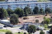 Na terenie pomiędzy blokami ul. Poniatowskiego 37 a Al. Jana Pawła II 24 w Stalowej Woli trwa przygotowanie placu budowy pod żłobko-przedszkole z basenem.