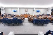 W Senacie odbyła się debata nad ustawą o szczególnych rozwiązaniach związanych ze specjalnym przeznaczeniem gruntów leśnych, na mocy której w Stalowej Woli pod inwestycje miałoby zostać uwolnionych 1000 hektarów gruntów leśnych, z kolei w Jaworznie - 200.