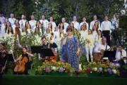 Podczas występu na nadsańskich błoniach wystąpili soliści, orkiestra i chór Jednego Serca Jednego Ducha.