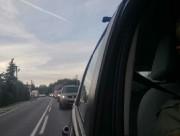 Kierowcy stoją po kilkadziesiąt minut w korku a za ten stan rzeczy winią niesprawną sygnalizację świetlną na skrzyżowaniu.