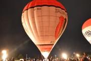Nocny pokaz balonów na zakończenie Babiego Lata.