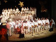 Wykonawcy Niezwyczajnego wieczoru kolęd na scenie stalowowolskiego MDK-u