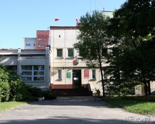 Dawny budynek Starostwa Powiatowego przy ulicy Popiełuszki, w którym mieści się teraz Telewizja Kablowa Diana.