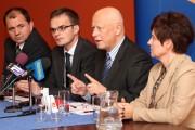 Od lewej: poseł Zbigniew Rynasiewicz, członek zarządu PO Robert Fila, wiceminister Piotr Styczeń oraz posłanka Renata Butryn.