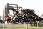Na tej ogromnej maszynie stojącej obok sterty żelastwa odbędzie się koncert Gielarcka.
