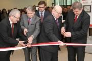 Uroczyste przecięcie wstęgi symbolizujące otwarcie Inkubatora Technologicznego w Stalowej Woli.