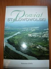 Album ukazał się we współpracy Starostwa z wydawnictwem Sztafeta.