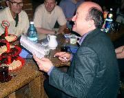 Fabrice Pitroise w kawiarni Przystań podczas rozdawania autografów