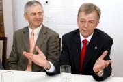 Od lewej: prezes Aeroklubu Polskiego Włodzimierz Skalik, prezes Aeroklubu Stalowowolskiego Krzyszof Wasąg.