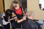 Przyszłe kosmetyczki i fryzjerki wielką frajdę sprawiły także dzieciom, bowiem ich wizyta zbiegła się z balem karnawałowym. Maluchy bawiły się mając na twarzy oryginalne makijaże oraz fryzury.