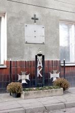 Tablica pamiątkowa na budynku lokalu konspiracyjnego