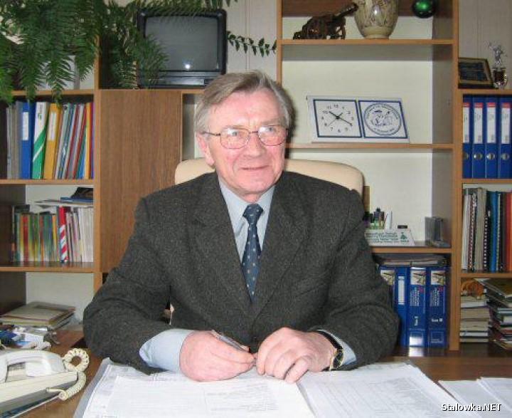 Mgr inż. Władysław Stochmal zostawił po sobie trwały pomnik - szkołę, która zrodziła się z Jego marzeń, i którą wybudował - Zespół Szkół Budowlanych.