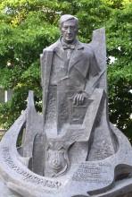 Eugeniusz Kwiatkowski - pomnik przy ul. Staszica w Stalowej Woli
