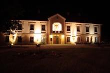 Zamek Lubomirskich w Rozwadowie - widok nocą