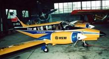 PZL M-20 Mewa (SP-MRA) należaca niegdyś do HSW. Zdjęcie zostało wykonane w hangarze stalowowolskiego Aeroklubu.