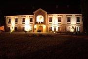 Muzeum Regionalne wieczorną porą.