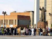 2 kwietnia 2006 roku stalowowolanie modlili się pod figurą Jana Pawła II przy bazylice